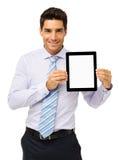 Красивый бизнесмен повышая таблетку цифров стоковое изображение rf
