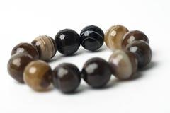 Красивый браслет сделанный от естественных камней Стоковое Изображение
