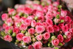 Красивый букет розовых маленьких роз Стоковая Фотография RF