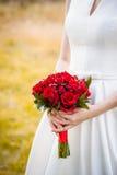 Красивый букет свадьбы в руках невесты Стоковая Фотография RF