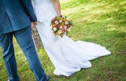 Красивый букет свадьбы в руках невесты Стоковые Изображения