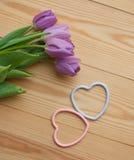 Красивый букет тюльпана с сердц-символами Стоковая Фотография