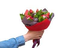 Красивый букет ягод и плодоовощей сливы, яблока, клубники Стоковое Фото