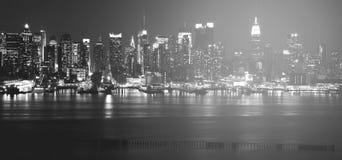 Красивый былинный черно-белый фотоснимок от горизонта Нью-Йорка стоковая фотография rf