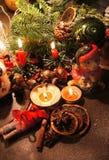Красивый венок рождества с свечами Стоковое Фото