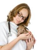 Красивый ветеринар с собакой sharpei щенка Стоковая Фотография RF