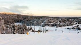 Красивый взгляд в горах Финляндии, Ruka зимы стоковое фото