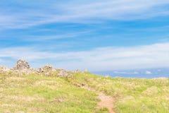 Красивый взгляд ландшафта зеленой травы и камней в Utsukushi Стоковое фото RF