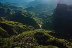 Красивый взгляд Лаоса, вид с воздуха природы, на vieng vang стоковое фото