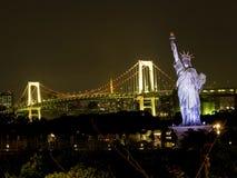 Красивый взгляд ночи залива токио стоковые фотографии rf