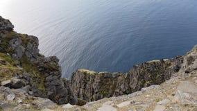 Красивый взгляд океана и скалы от северной накидки видеоматериал