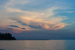 Красивый взгляд рая seascape с светом захода солнца и небо сумерк на Lao Chao приставают к берегу, провинция Chanthaburi, Таиланд Стоковая Фотография