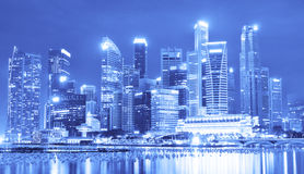 КРАСИВЫЙ ВЗГЛЯД СИНГАПУРА НА НОЧЕ стоковые изображения rf