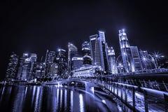 КРАСИВЫЙ ВЗГЛЯД СИНГАПУРА НА НОЧЕ стоковое изображение