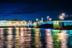 Красивый взгляд ночи Санкт-Петербурга, России Стоковое фото RF