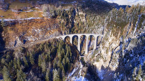 Красивый виадук в Швейцарии, виде с воздуха Стоковые Изображения