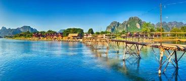 Красивый вид бамбукового моста Ландшафт Лаоса панорама Стоковое Изображение RF