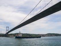 Красивый вид береговой линии Bosphorus в Стамбуле и моста между Европой и Азией выше Стоковая Фотография