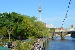 красивый вид Берлина и башни ТВ стоковые фотографии rf