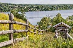 Красивый вид Волга Ples известно для своего красивого пейзажа лето дня солнечное золотистое кольцо Россия стоковое изображение rf