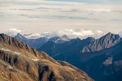 Красивый вид гор во дне осени, Австрии Альп, Stubai, курорта Stubaier Gletscher стоковое фото rf