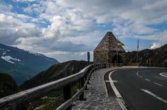 Красивый вид гор от самой высокой отделанной поверхность дороги горы в Австрии - дороге Grossglockner высокой высокогорной стоковое изображение