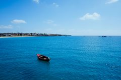 красивый вид залива рядом с городом от понтона коммерчески гавани стоковые фото