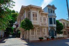 Красивый вид исторического и традиционного деревянного здания стоковое фото rf