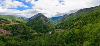 Красивый вид каньона реки Тары в горной области, Черногории Стоковые Изображения