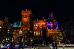 красивый вид Касы loma старый, винтажный замок на приглашая nighttime, освещенном с различными светами Стоковое фото RF