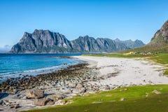 Красивый вид к пляжу Eggum в Норвегии, островах Lofoten Стоковые Изображения