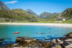 Красивый вид к пляжу Eggum в Норвегии, островах Lofoten Стоковые Фото