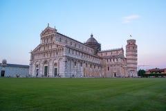 Красивый вид к собору Пизы и башни Пизы Стоковая Фотография