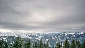 Красивый вид на австрийской горной цепи Стоковое фото RF