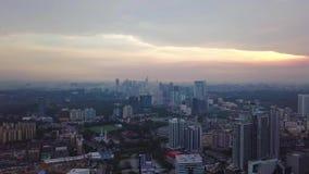 Красивый вид с воздуха городского пейзажа Куалаа-Лумпур Малайзии сток-видео