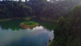 Красивый вид с воздуха королевского Belum Малайзии видеоматериал