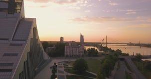 Красивый вид с воздуха латышской национальной библиотеки видеоматериал