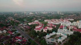 Красивый вид с воздуха мечети al-Bukhary в Kedah Малайзии от взгляда сверху акции видеоматериалы