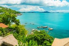 Красивый вид с воздуха пляжа и моря с пальмой кокоса внутри Стоковое Изображение