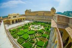 Красивый вид с воздуха сада янтарного форта в Джайпуре, Индии, влиянии глаза рыб Стоковое Фото