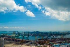 Красивый вид с воздуха Сингапура промышленный, коммерчески порт Стоковые Изображения RF