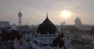 Красивый вид с воздуха Alor Setar Kedah Малайзии около Masjid Захира от взгляда сверху сток-видео