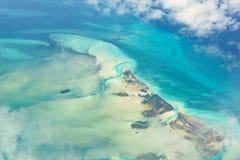 Красивый вид Cays Joulter островов Багамских островов сверху Стоковая Фотография