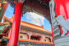 Красивый висок традиционного китайския с голубым небом на Wat Leng-N Стоковые Фото