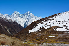 Красивый вид гималайских гор около деревни Machhermo Стоковое Изображение RF