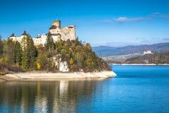 Красивый вид замка Niedzica, Польши, Европы Стоковое фото RF