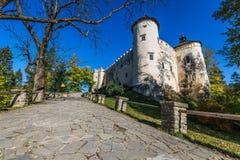 Красивый вид замка Niedzica, Польши, Европы Стоковая Фотография RF