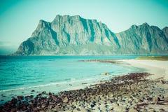 Красивый вид к пляжу Eggum в Норвегии, островах Lofoten Стоковая Фотография RF