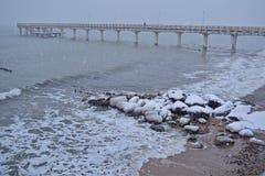 Красивый вид моря в зиме Стоковые Изображения