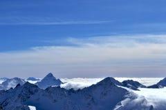 Красивый вид на снежных горах Стоковое фото RF